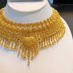 Gold Bridal Jewellery Sets, Gold Jewellery Design, Wedding Jewelry, Diamond Jewellery, Wedding Accessories, Wedding Hair, Bridal Hair, Hair Accessories, Gold Chocker Necklace