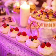 Mini Pavlova Mini Pavlova, Candy, Candy Bars, Sweets