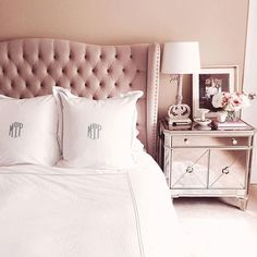 Pantone Design Inspirations for your summer vibes and spring trends! Dream Bedroom, Home Bedroom, Bedroom Furniture, Master Bedroom, Bedroom Decor, Home Design, Interior Design, Suites, Beautiful Bedrooms