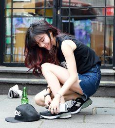 Plum highlights plus street style extraordinaire Korean Fashion Ulzzang, Korean Street Fashion, Korea Fashion, Asian Fashion, Girl Fashion, Fashion Outfits, Ootd Poses, Japonese Girl, Oriental Fashion