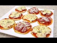 MINI PIZZA RÁPIDA - DELICIOSA - Isamara Amâncio - YouTube Mini Pizzas, Como Fazer Mini Pizza, Receita Mini Pizza, Pizza Rapida, Extra Pizza, Pizza Vegetariana, Pizza Pictures, Vegetarian Pizza, Pizza You