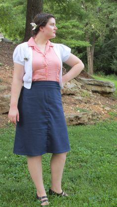 Pretty in Pink and Navy. A line skirt, 1940s inspired look. Pretty hair flower