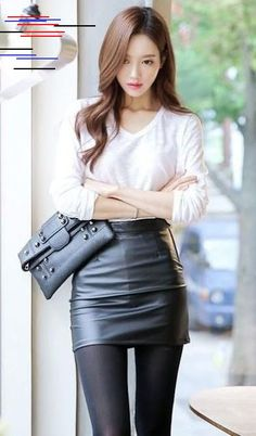 Lovely Ladies in Leather: Miscellaneous Leather Leather Mini-Skirts (Part Fourteen) Sexy Outfits, Cool Outfits, Fashion Outfits, Fashion Tips, Asian Fashion, Girl Fashion, Style Asiatique, Girls In Mini Skirts, Brunette Girl