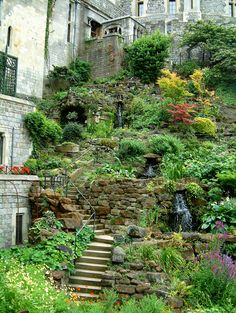 Coming across rock landscaping ideas backyard can be a bit hard but designing a rock garden is one of the most fun and creative forms of gardening there is. Steep Hillside Landscaping, Sloped Backyard Landscaping, Sloped Yard, Hillside Garden, Landscaping With Rocks, Terrace Garden, Garden Paths, Landscaping Ideas, Sloping Garden