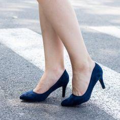 Pantofi stiletto bleumarin din catifea. Inaltimea tocului este de 9 cm Stiletto Heels, Pumps, Shoes, Fashion, Moda, Zapatos, Shoes Outlet, Fashion Styles, Pumps Heels
