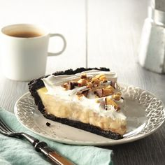A creamy banana-caramel cream pie for the one and only 3.14(15) pi day! #pierecipes