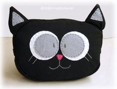 Cute kitty cat zipper pouch - inspiration :) Felt Cat, Sewing Pillows, Writing Instruments, Softies, Handmade Bags, Cat Love, Homemade Gifts, Animals And Pets, Cats And Kittens