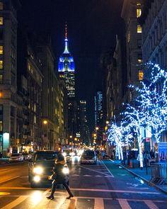 Twitter New York City Christmas, New York City Photos, I Love Ny, City That Never Sleeps, My Dream, Manhattan, Skyscraper, Beautiful Places, Survival