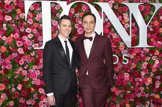 Todd Spiewak and Jim Parsons attend the Annual Tony Awards at Radio City Music Hall on June 10 2018 in New York City Tony Award, Big Bang Theory, David Burtka, Jim Parsons, Neil Patrick Harris, Patrick Dempsey, Hommes Au Style Country, Hollywood Stars, Greys Anatomy