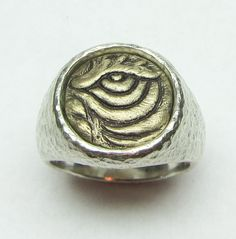 EYE OF THE TIGER/Primal Focus. LifeLinks Bold is a limited collection of LifeLinks images, 14 mm in diameter. They are set in either Hammered Finish or Smooth Satin finish mountings. Each LifeLinks Bold image is designed and hand carved by International Award winning Jewelry Designer, Link Wachler.