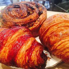 Vendredi viennoiserie?  #hardwaresociete #hardwaresocieteparis #boulangeriebo #croissant #painauraisin #onafaim #foodporn #petitdejeuner #brunch #nouveaucafe  #lefooding @montmartraddict @lefooding @ttbontv @mylittleparis @parisbouge @hardwaresociete @hardwaresocieteparis by hardwaresocieteparis