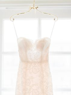 Lace sweetheart neckline Monique Lhuillier wedding dress: http://www.stylemepretty.com/little-black-book-blog/2017/01/06/romantic-al-fresco-summer-garden-wedding/ Photography: Ether and Smith - http://etherandsmith.com/
