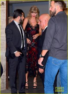 Taylor Swift Photo Gallery: Click image to close this window Taylor Swift Hot, Taylor Swift Style, Swift Photo, Taylor Swift Pictures, Celebrity Red Carpet, Taylors, Red Carpet Looks, Celebrity Couples, Red Carpet Fashion