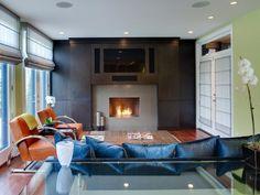 Feng Shui couleurs noir bleu et orange pour le salon avec cheminée