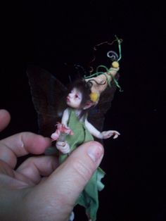 polymer sculpted fairy  So cute and delicate.