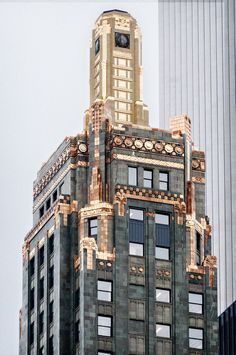 Carbide & Carbon Building - 230 N Michigan Ave, The Loop, Chicago. Art Deco skyscraper by Daniel and Hubert Burnham, sons of Chicago architect and city planner Daniel H. Amazing Architecture, Architecture Design, Art Nouveau, Chicago Hotels, Black Marble, Black Granite, Art Deco Buildings, Floor Art, City Photography