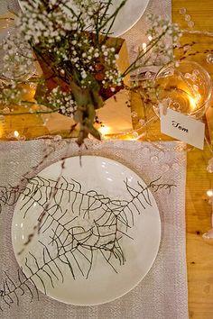 Rento hääpöydän kattaus rustiikkiin tyyliin Häät-lehden osatolla Save the Date -häämessuilla 2014 via Häät.fi