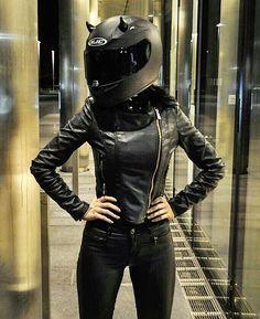 - - queens of evil - Motorbike Girl, Motorcycle Helmets, Girl Bike, Lady Biker, Biker Girl, Motorbikes Women, Bike Couple, Estilo Grunge, Biker Chick