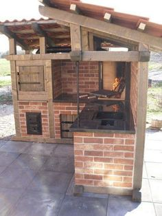 40 Highly Functional Traditional Outdoor Kitchens Outdoor kitchens have developed into a variety of concepts and can vary based upon your budget and your home's location.  #backyard #DIYPROJECT #gardenideas #Kitchen #outdoordecoration #patio