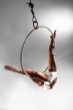 Aerial Hoop-I want to be able to do this! Aerial Acrobatics, Aerial Dance, Aerial Hoop, Aerial Arts, Aerial Silks, Pole Dance, Gymnastics Pictures, Gymnastics Girls, Olympic Gymnastics