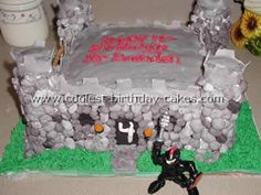 Take a look at the coolest homemade Castle birthday cake ideas. You'll also find loads of homemade cake ideas and DIY birthday cake inspiration. Castle Birthday Cakes, Castle Party, Diy Birthday Cake, Boy Birthday Parties, Grave Digger Cake, Cookie Decorating Icing, Cake & Co, Awesome Cakes, Medieval