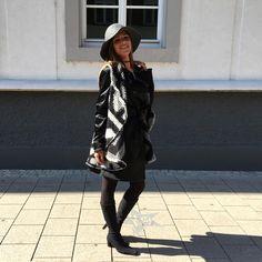 Capes & Ponchos - Schwarz-weiße Woll-Weste mit Ethno-Muster - ein Designerstück von allyouknit bei DaWanda