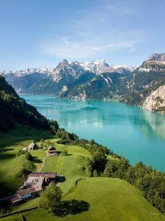 Et si, cette année, on décidait de découvrir un de nos pays voisins. La Suisse ? Un pays aux paysages sublimes et aux panoramiques à couper le souffle.