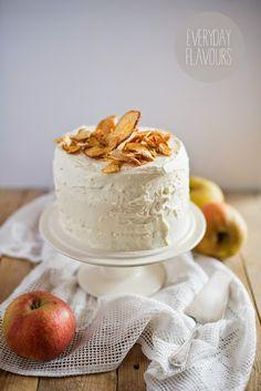 Tort na ukoronowanie jesieni która w tym roku rozpieszcza nas jak na razie promieniami słońca. Połączenie cynamonu oraz jabłek które chyba ...