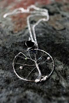 LOVE this Tree of Life necklace. Seems like it would be pretty easy to make and would be a perfect mother's day/christmas gift for moms!