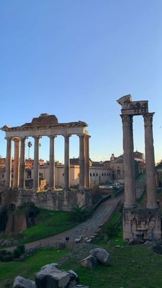 Overlooking the Roman Forum Beautiful Places To Travel, Cool Places To Visit, Places To Go, Rome Travel, Italy Travel, Ancient Rome, Ancient Ruins, Travel Photography, Greece Photography