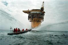 Following a high profile action by Greenpeace, and public pressure, Shell UK reverses its decision to dump the Brent Spar oil platform in the Atlantic Ocean.  06/16/1995  © Greenpeace / David Sims