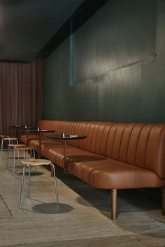 Inspired by the look of Milanese clubs and lounge music of the 70s.