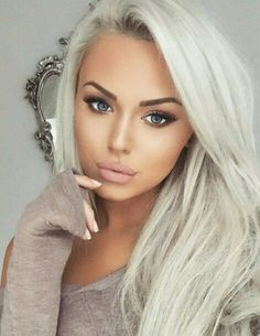 Beautiful makeup paired with sexy platinum blonde hair Beauty Makeup, Hair Makeup, Hair Beauty, Platinum Blonde, Platinum Hair Color, Hair Dos, Gorgeous Hair, Pretty Hairstyles, Blonde Hairstyles
