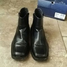 🍁NIB BASS MENS ANKLE DRESS BOOT🍁 💼BASS Black leather ankle boot NIB.  💼Zipper on each side of the boot for ease.  💼Box and boot say 9.5, but they are a 10 fit.  💼Comes in original box. Bass Shoes Boots
