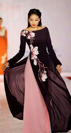 black and gold Vietnamese wedding dress (ao dai) Vietnamese traditional dress Pham Winter wedding dress inspiration. Vietnamese Traditional Dress, Vietnamese Dress, Traditional Dresses, Vietnamese Clothing, Modest Fashion, Hijab Fashion, Fashion Dresses, Maxi Dresses, Runway Fashion