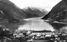 Hordaland fylke Odda kommune l Hardanger utsikt over byen og fjorden Utg Mittet tidlig 1900- tall