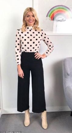 39 Elegant Work Outfits With Flats Casual Teaching Outfits Business Casual Outfits, Professional Outfits, Business Attire, Summer Professional, Business Professional, Business Clothes, Business Dresses, Professional Women, Holly Willoughby Outfits