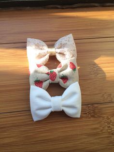 Beautiful lace, off white, and strawberry linen Seaside Sparrow hair bows.  on Etsy, $11.00