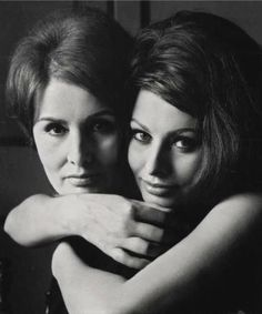 Sophia Loren with her mother Romilda Villani, Rome by Irving Penn Mother Daughter Pictures, Mom Daughter, Mother Daughters, Carlo Ponti, Sophia Loren Images, Mother Daughter Photography, Italian Actress, Woman Face, Serge Gainsbourg