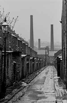 30 Amazing Black and White Photos That Document Slum Life in Bradford From Between the Late and Early ~ Vintage Everyday Yorkshire England, West Yorkshire, Black N White Images, Black And White, Bradford City, Dream Fantasy, White Photography, Grunge Photography, Minimalist Photography