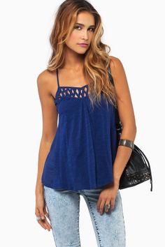 Esta camiseta es azul y es informal.  Puedo llevar cuando hace calor. Es perfecto para el verano. Puedo llevar este camiseta cuando paso tiempo con mis amigos.