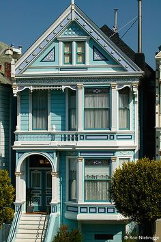 Beautiful Victorian San Francisco House In Navy Blue And White Painting With Carvings And Balcony Create Fresh Nuance, Magnificent Classy San Fransisco Victorian Houses For Living Place Inspirations: Architecture Woman Painting, House Painting, Beautiful Buildings, Beautiful Homes, Painted Lady House, Casas The Sims 4, San Francisco Houses, San Francisco Victorian Houses, Victorian Style Homes