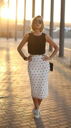 Super How To Wear Sneakers With Jeans Midi Skirts 46 Ideas Jean Skirt Outfits, Dress Outfits, Casual Dresses, Casual Outfits, Fashion Outfits, Women's Fashion, Party Outfits, Hijab Outfit, Classy Outfits