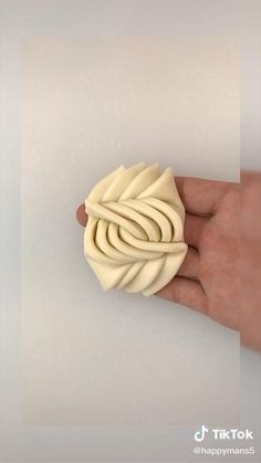 Amazing Food Decoration, Pie Decoration, Decoration Patisserie, Fondant Fish, Festive Bread, Pastry Design, Bread Shaping, Creative Food Art, Bread Art