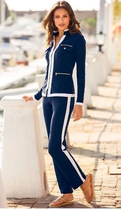 Chic Zippered Sport Coordinates: This is the season for a lounge set that is not only comfortable, but looks classy and yet sporty at the same time. Lounge Outfit, Lounge Wear, Fashion Pants, Fashion Outfits, Womens Fashion, Fashion Clothes, Fashion Trends, Airplane Outfits, Dress The Population