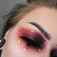 Looks eyelashes 》》》 Dark red smokey eye eyeshadow makeup loo. 》》》 Dark red smokey eye eyeshadow makeup look with gold star stickers and fake false falsies lashes eyelashes Makeup Goals, Makeup Inspo, Makeup Art, Makeup Inspiration, Beauty Makeup, Makeup Ideas, Makeup Tips, Makeup Geek, Makeup Trends