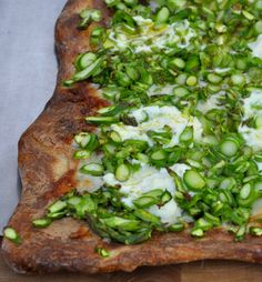 Homemade Asparagus Pizza Recipe, can't wait to make this on the BBQ this summer!