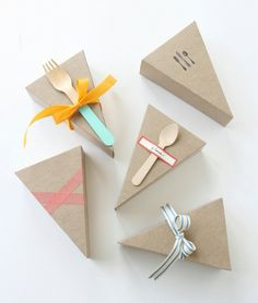 Cute gifts for pie day! Dessert Packaging, Bakery Packaging, Food Packaging Design, Pretty Packaging, Brand Packaging, Gift Packaging, Packaging Ideas, Cupcake Packaging, Menue Design