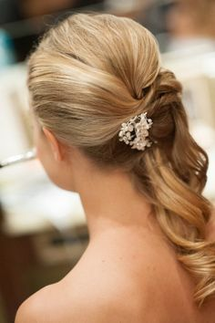 Hairpiece in the back for sideswept hair | Style Me Pretty | Gallery