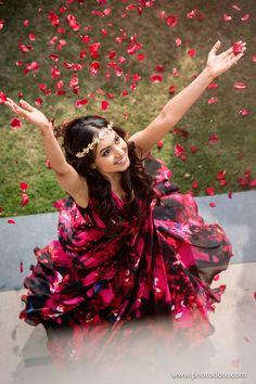 Ideas For Photography Poses Indian Wedding Saree Purple Wedding, Trendy Wedding, Wedding Colors, Wedding Photography Props, Photography Poses, Wedding Poses, Wedding Shoot, Beauty Photography, Fashion Photography